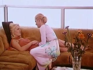 Смотреть секс видео без регистрации - две блондинки